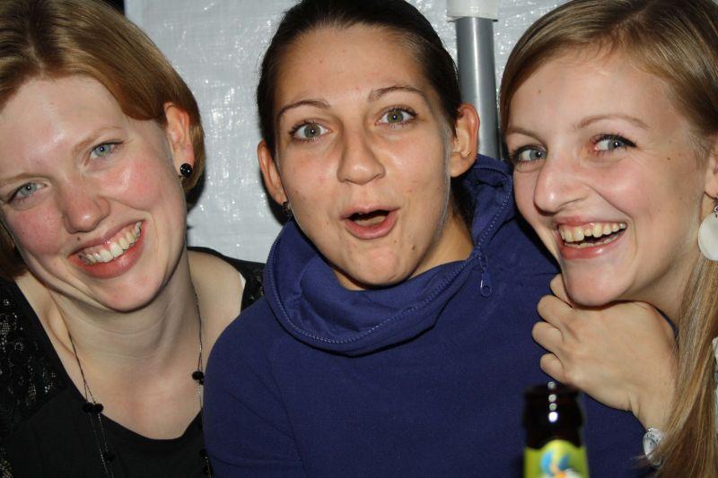 Anna-Mimi-Tanja-damen1-feiern-tsglollar-volleyball